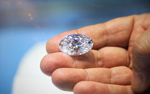 Examining a beautiful 25.5ct Oval 'D' color, flawless diamond